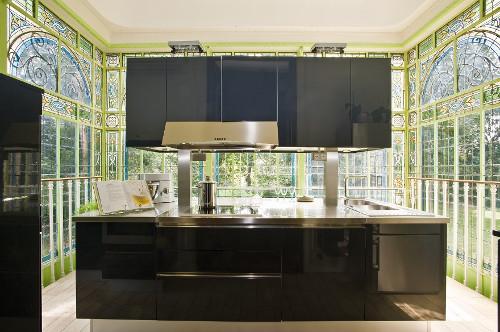 cuisine design dans une verrière