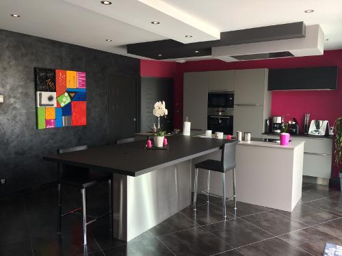 cuisine-mur-rose-sables-olonne