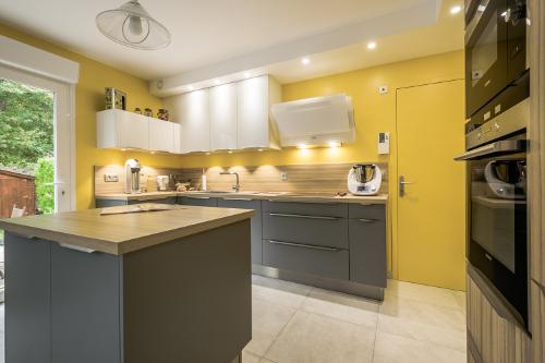 cuisine-sur-mesure-couleurs-jaune
