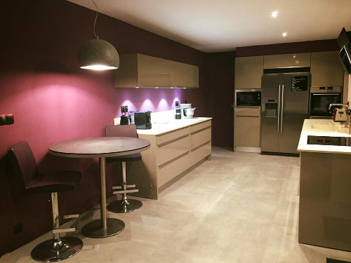 cuisine-sur-mesure-peintures-couleur-violet