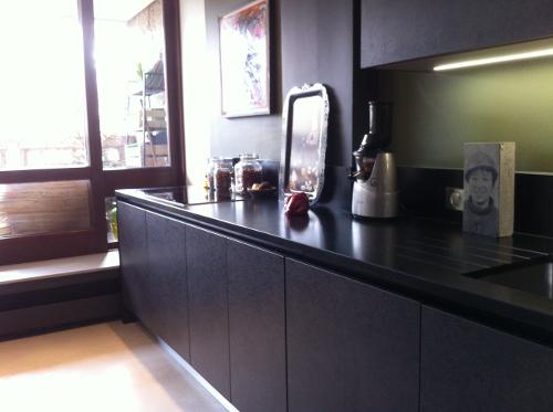 cuisine-design-noire-effet-beton-paris-7