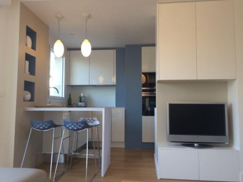 cuisine-peinture-bleue-arthur-bonnet